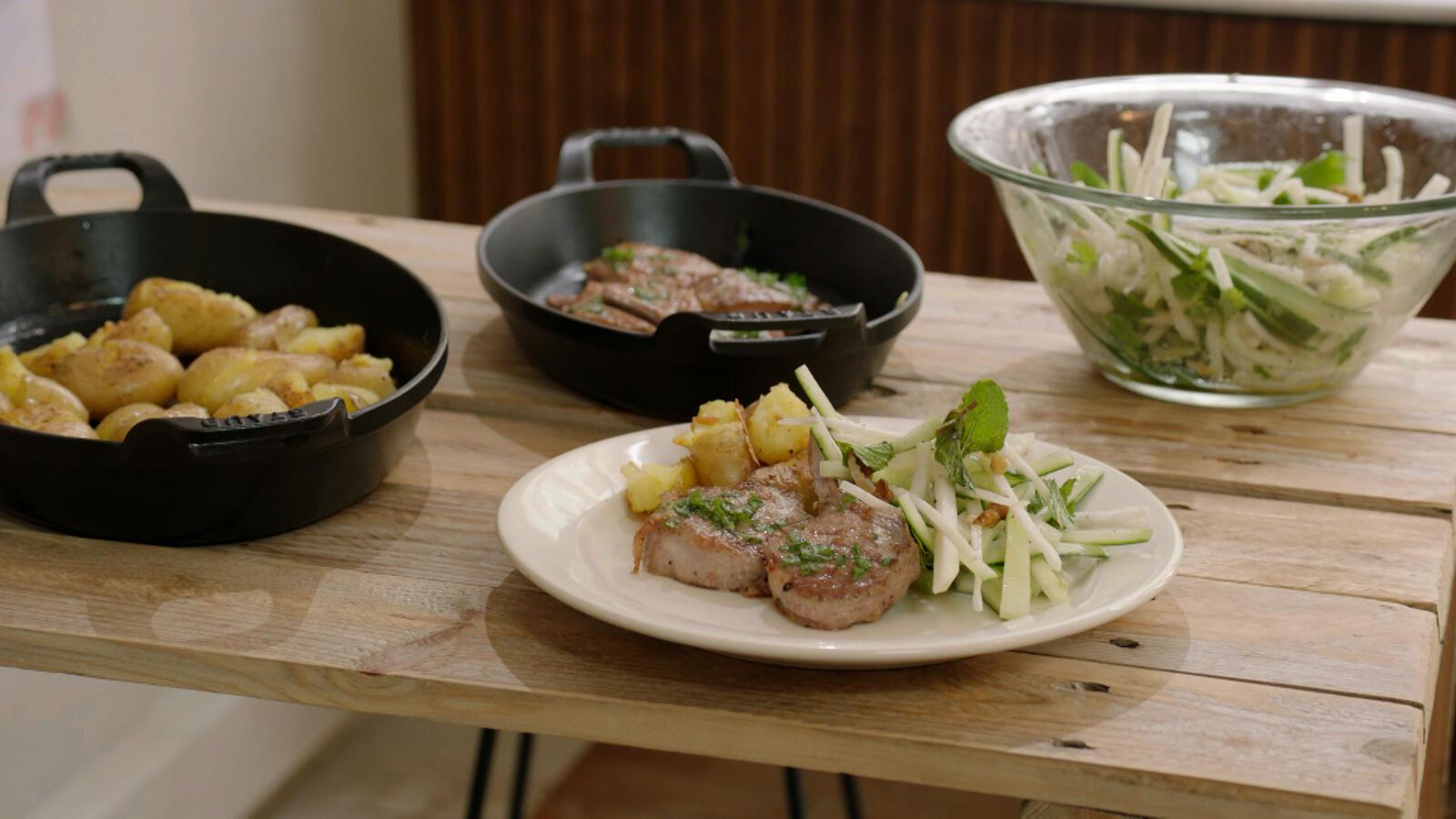Lamskoteletjes, boter van ras-el-hanout en salade van koolrabi