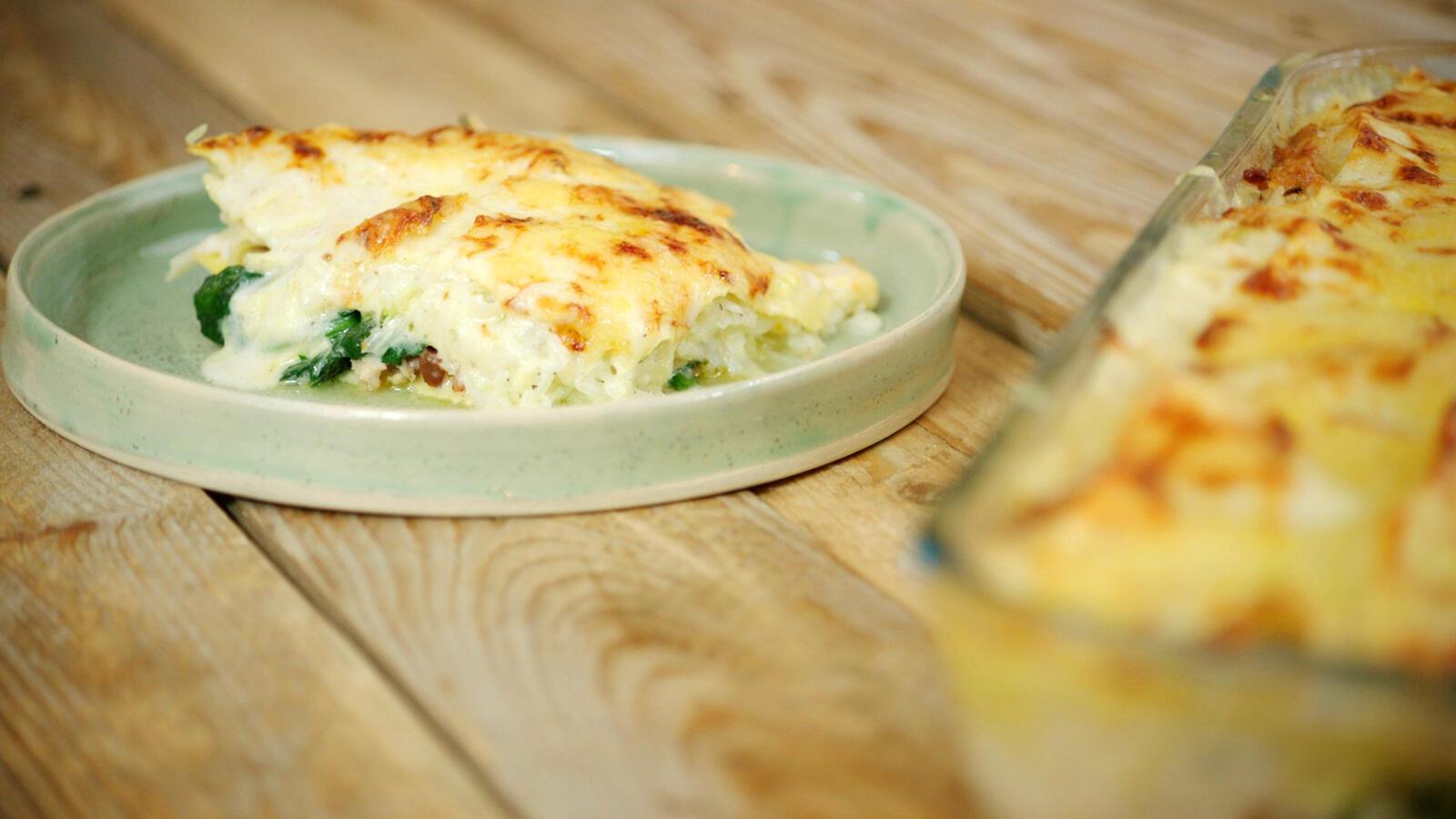 Lasagne met kippengehakt, witte kool en spinazie