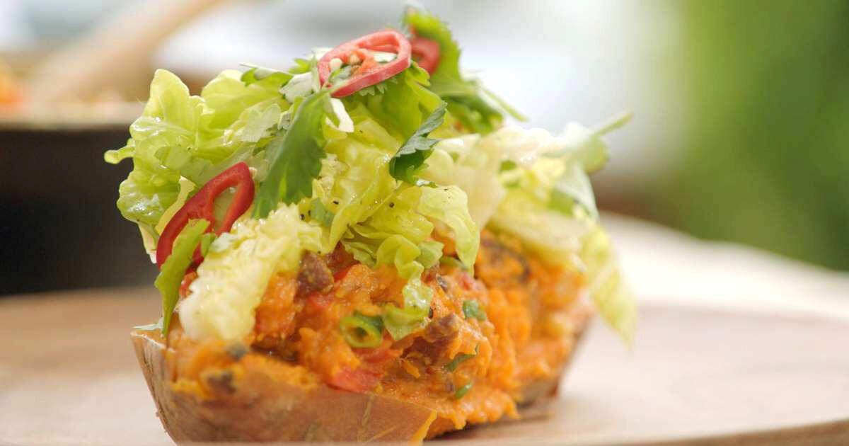 Zoete aardappel met chorizo, paprika en kropslaharten