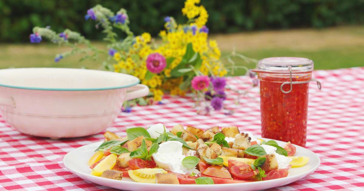 Carpaccio van tomaat met burrata en zelfgemaakte chutney
