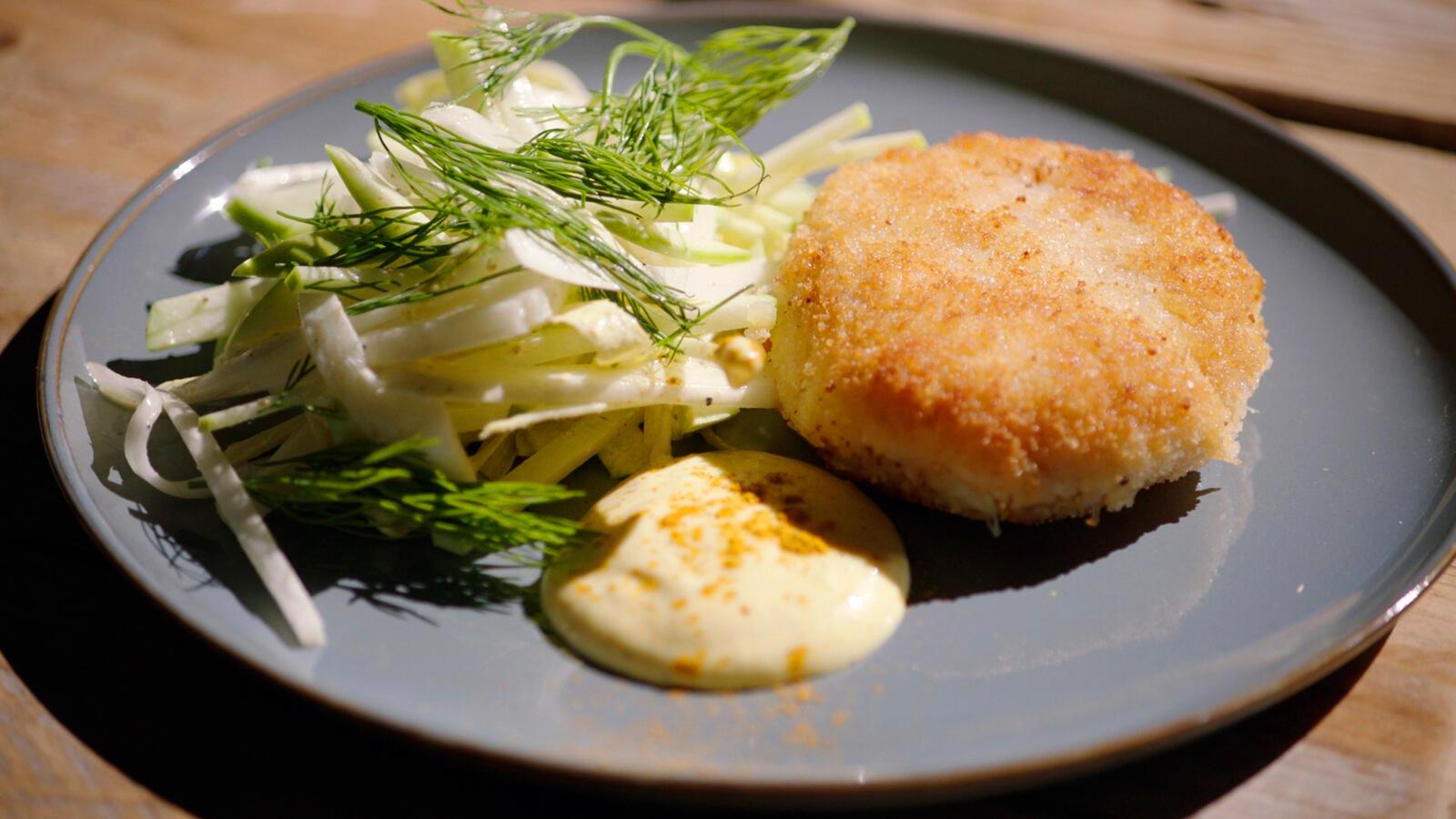 Krabcakes met limoen/gembermayonaise en een witloofslaatje met appel