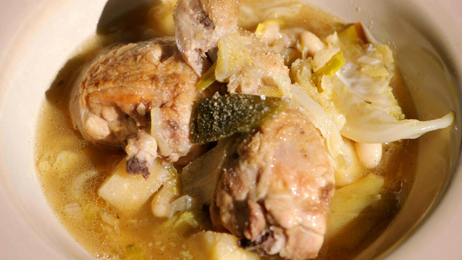 Kip met pastinaak, groene kool en witte bonen