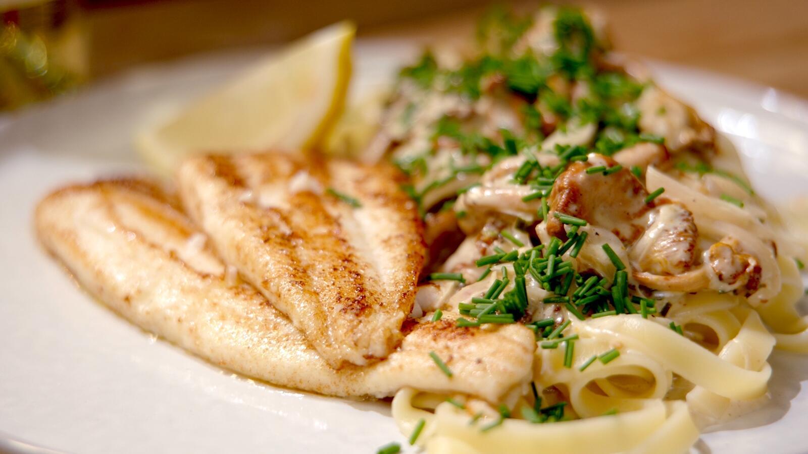 Schartong met boschampignons, kruidenkaas en pasta