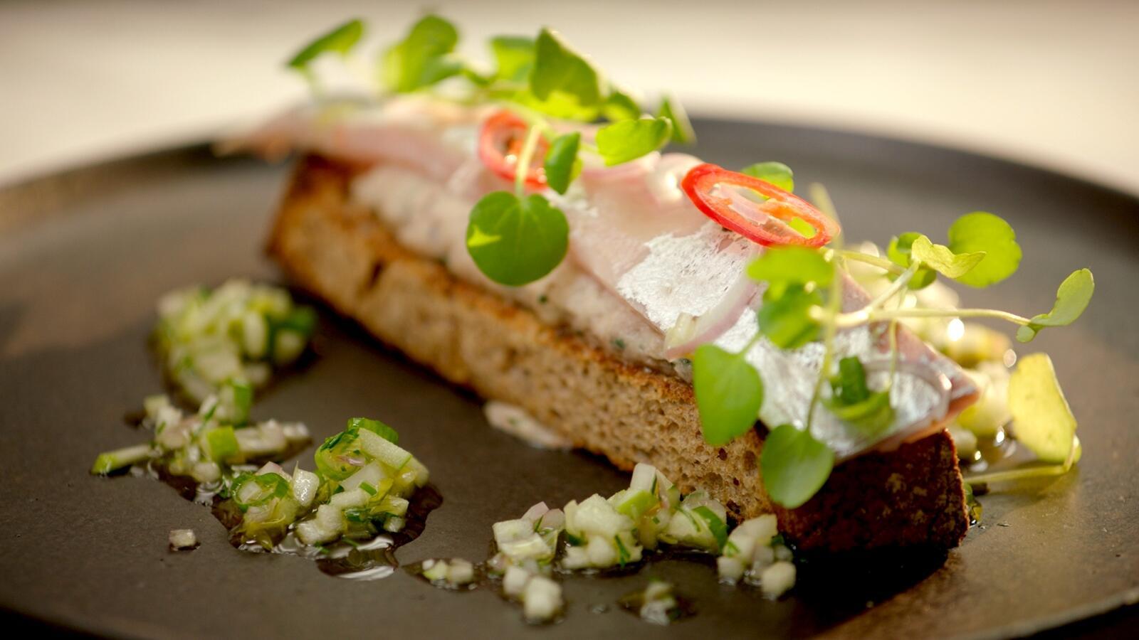 Rillette van makreel en gemarineerde makreel met zuurdesemtoast