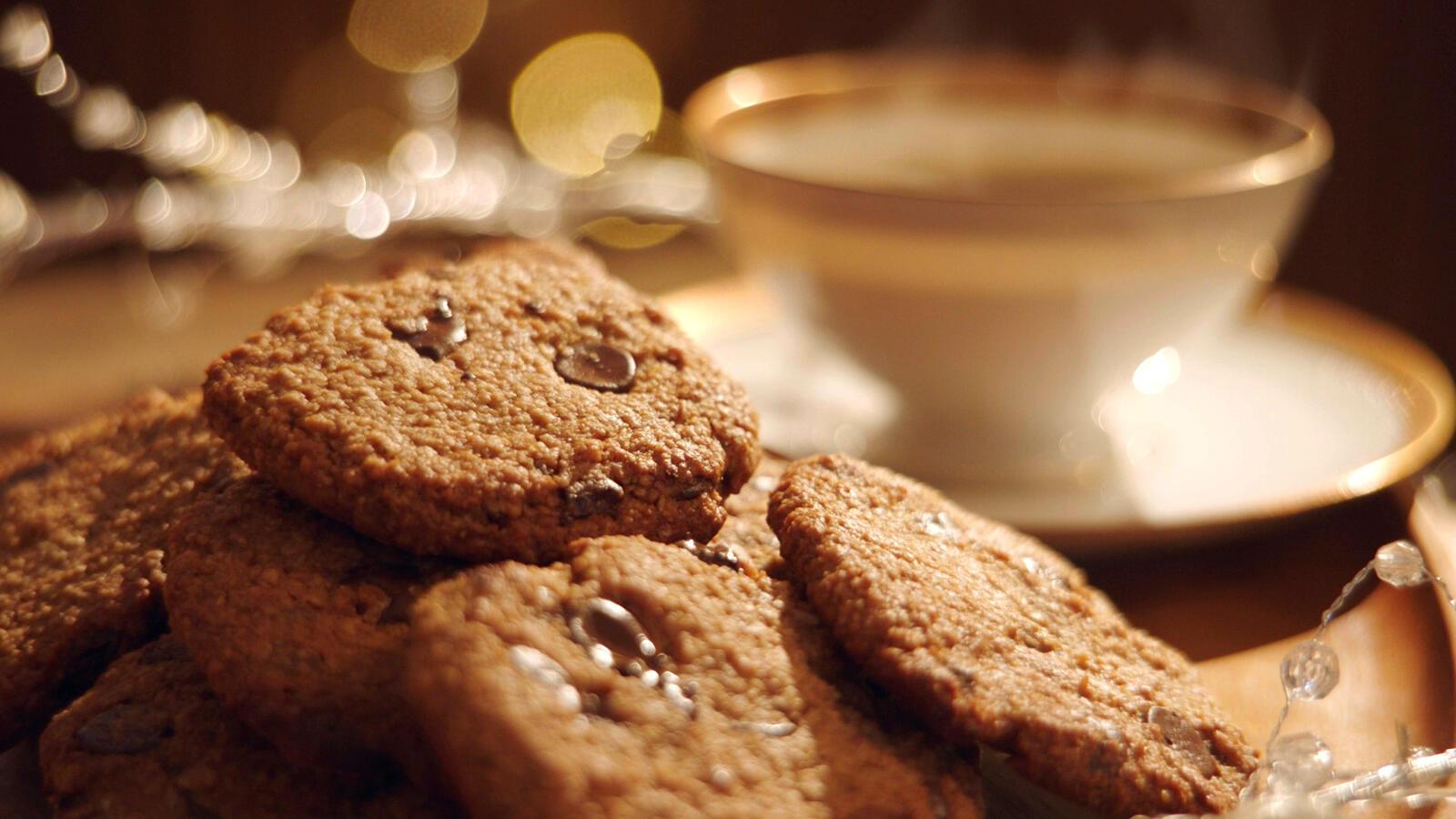 Havermoutkoekjes, pindarotsjes en honingballetjes met witte chocolade