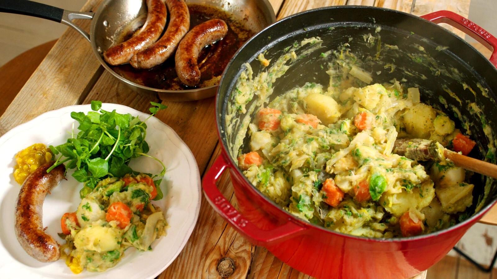 Braadworst met groentehutsepot en pickles
