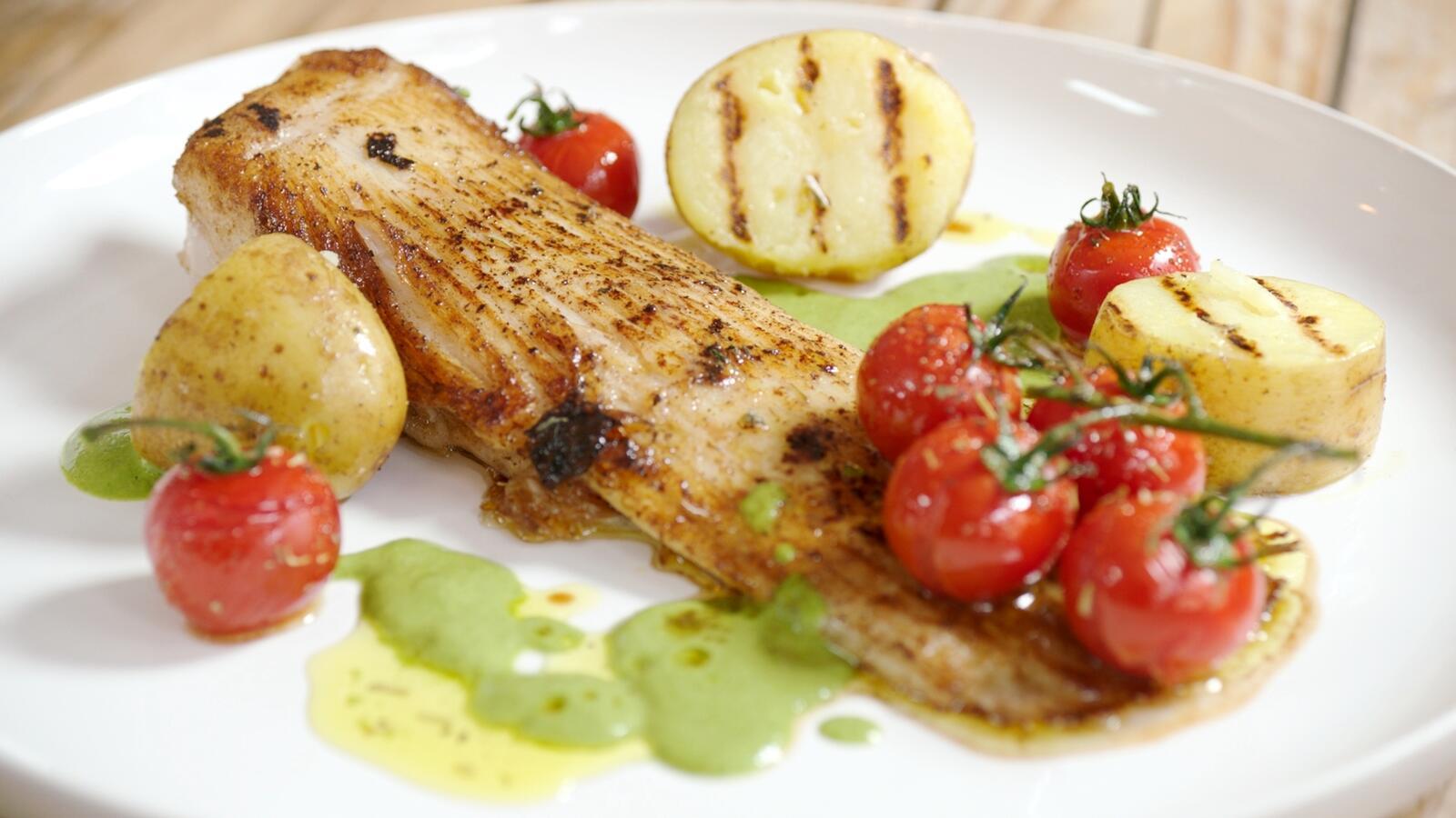 Roggenvleugel met gekonfijte tomaat, waterkers en aardappel