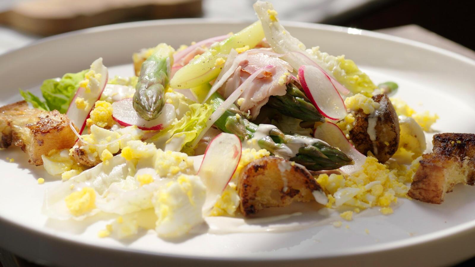 Salade van groene asperges, Meesterlyck-ham en mimosa van ei