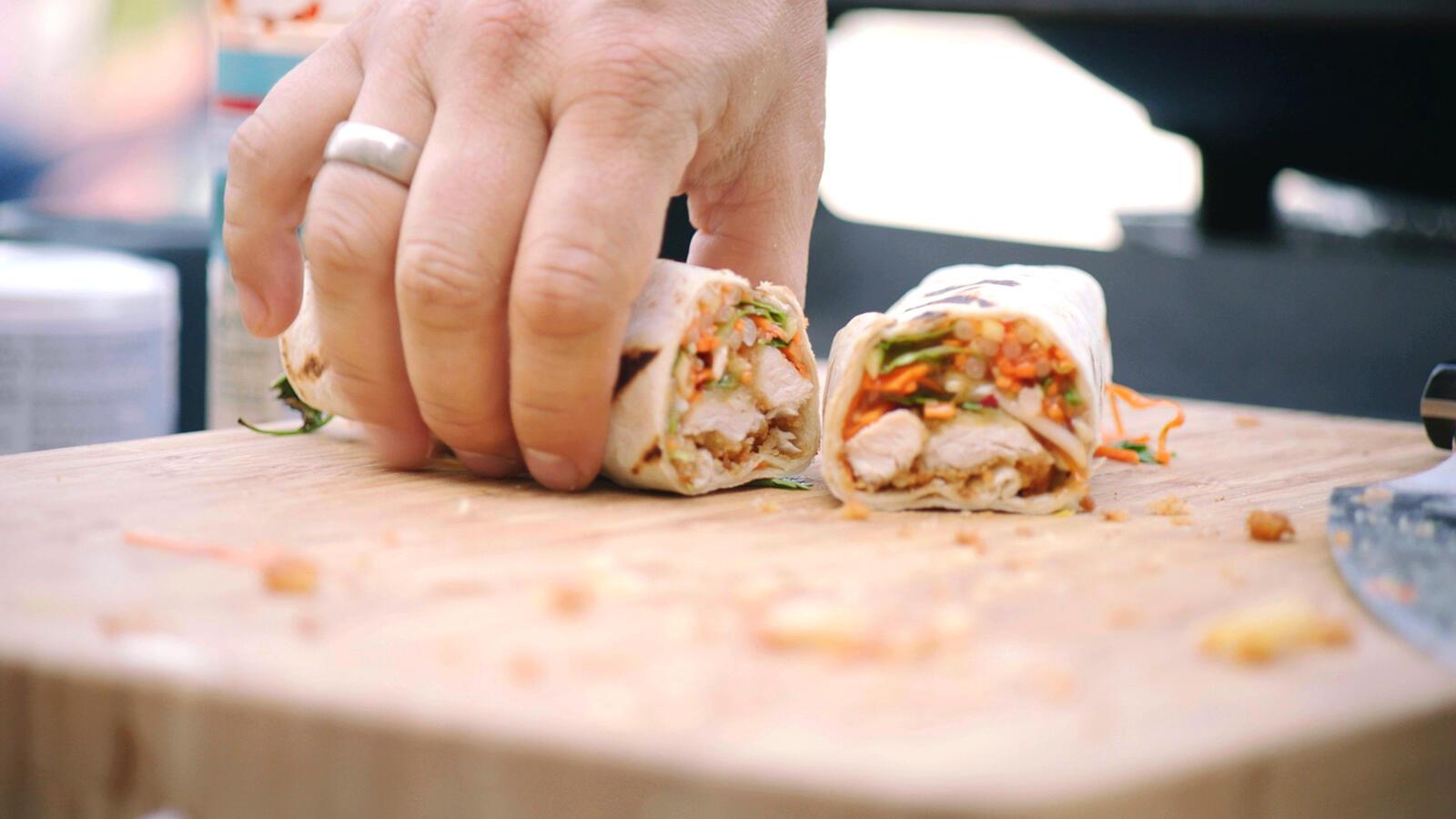 Wrap met krokante kip en Thaise salade