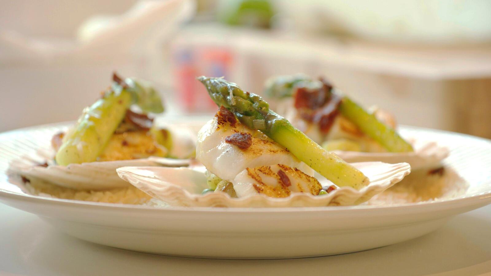 Lamsballetjes met bloemkoolcouscous, taco van parmezaan met rundertartaar en kabeljauw met groene asperges
