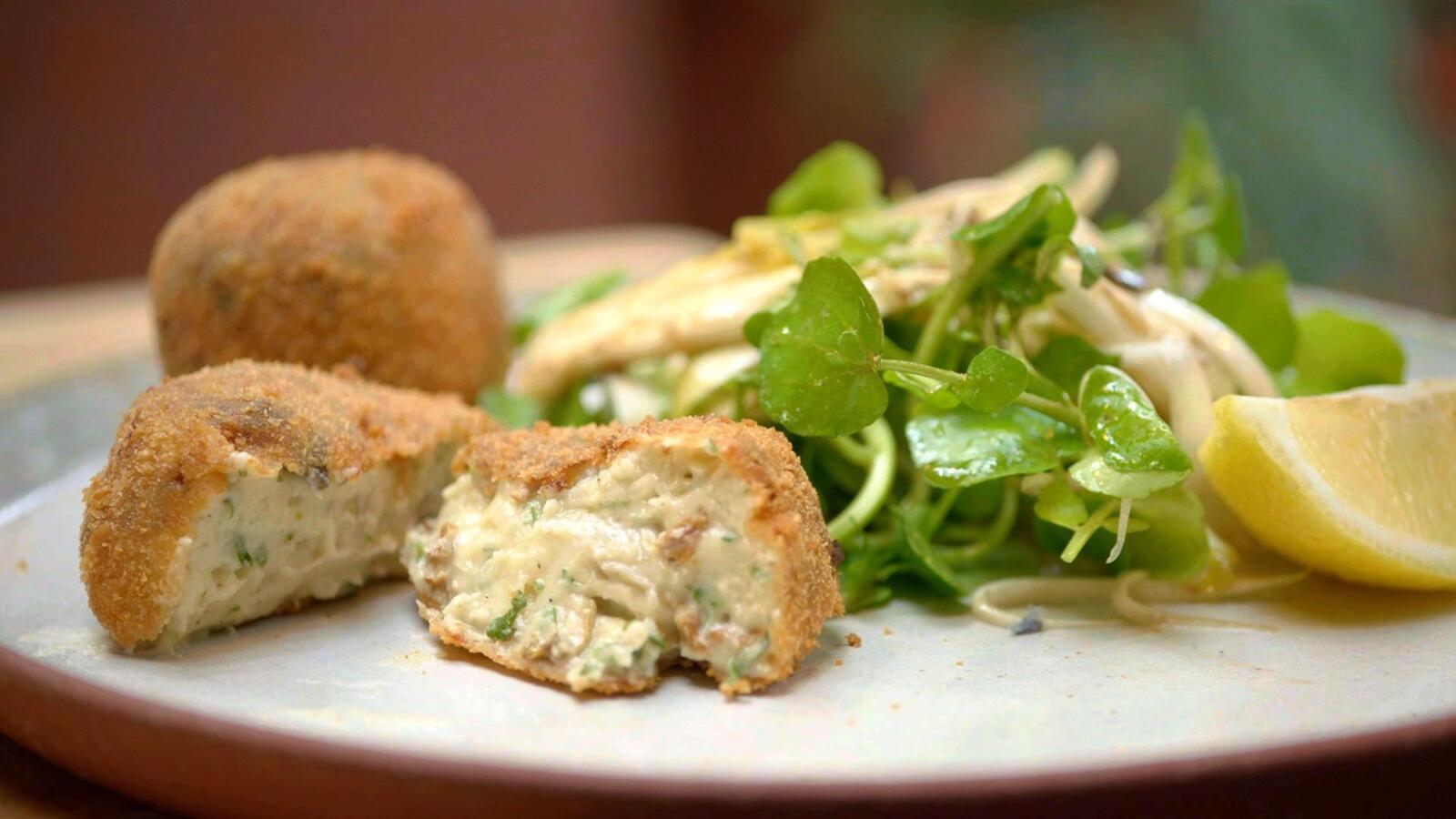 Champignon-kaaskroketten met witloofsalade