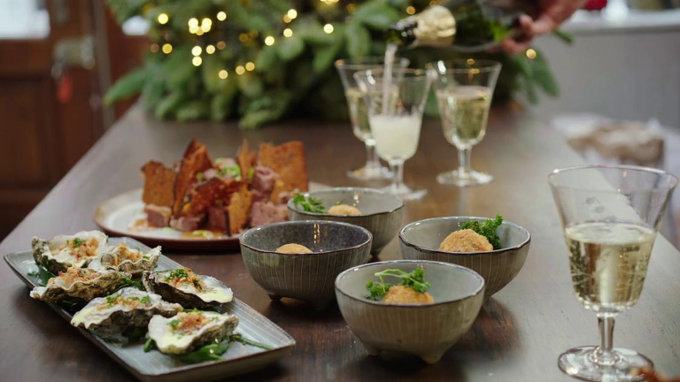 Oester met pancetta, wildpaté met peperkoek en kweepeer en champignon-kaaskroketje met peterselie