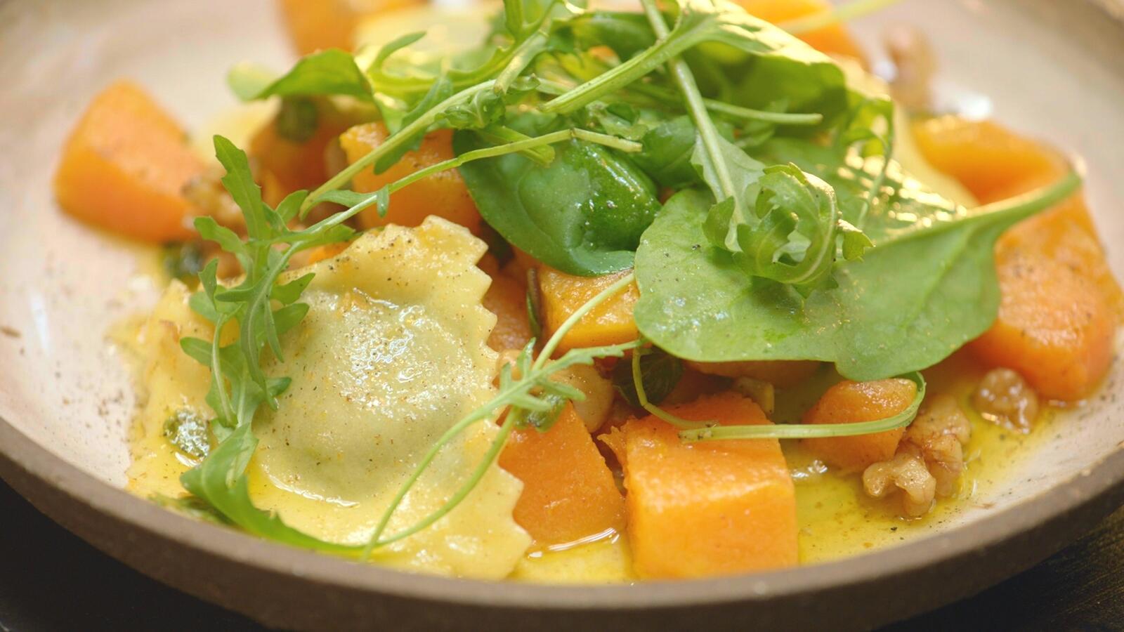 Ravioli met blauwe kaas, spinazie en pompoen