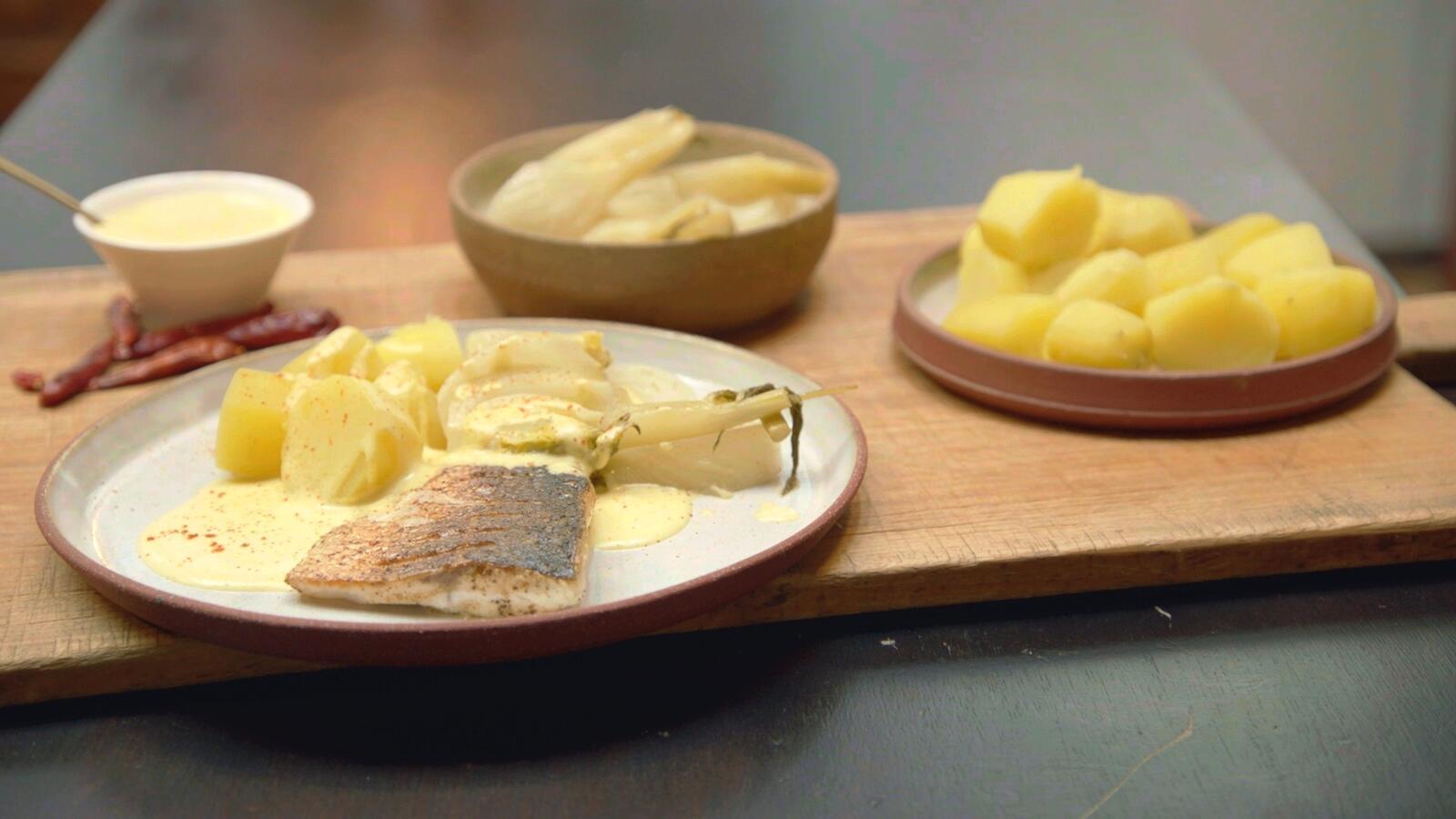 Zeebaars met venkel, hollandaisesaus en aardappelen