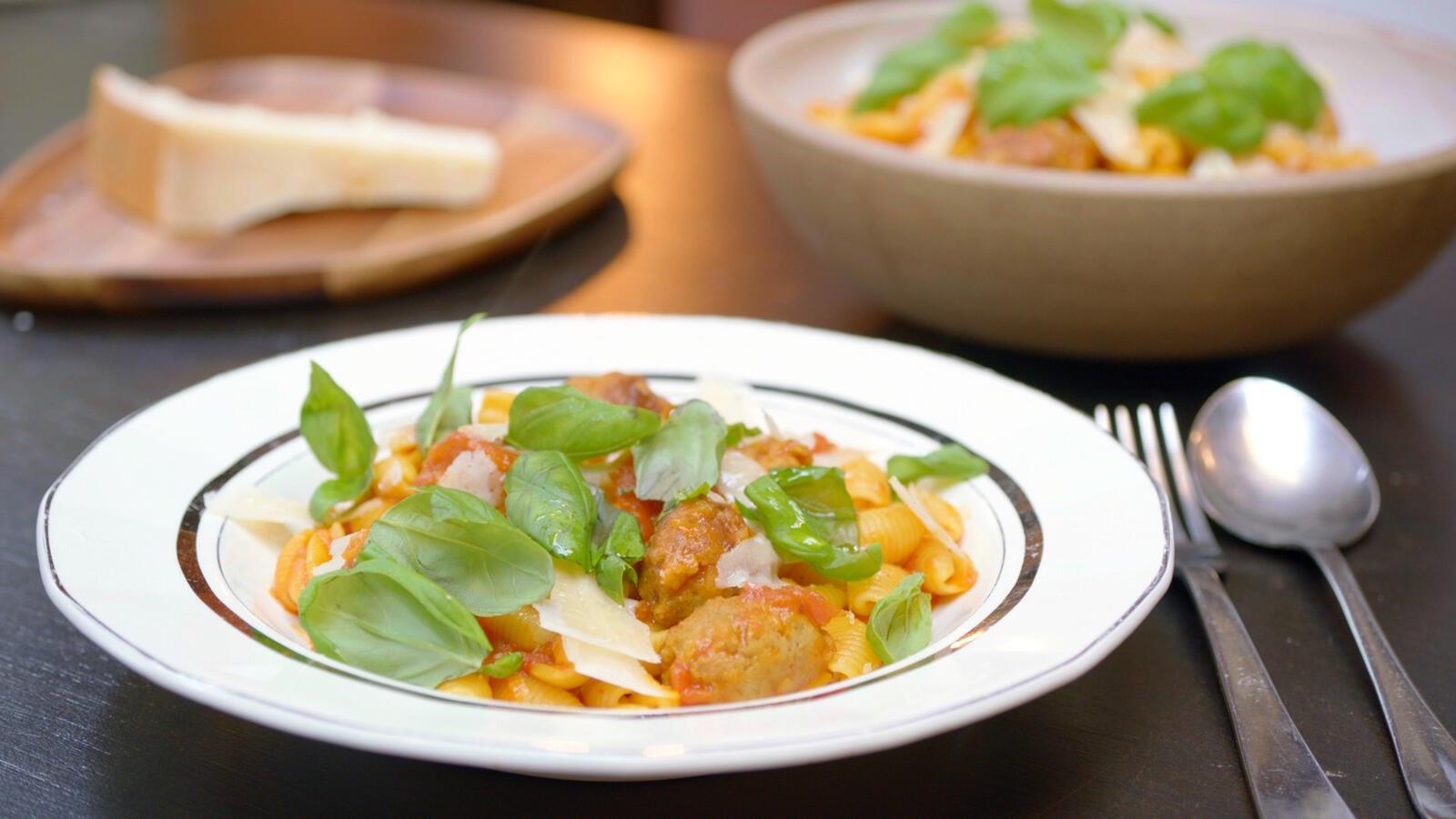 Pasta met tomaat, saffraan en venkelworst
