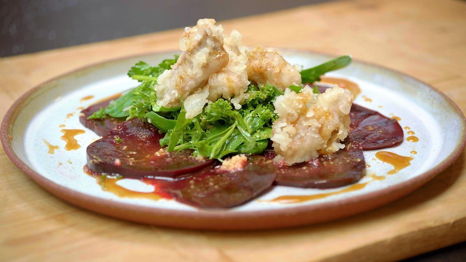 Salade met boerenkool, rode biet en hondshaai