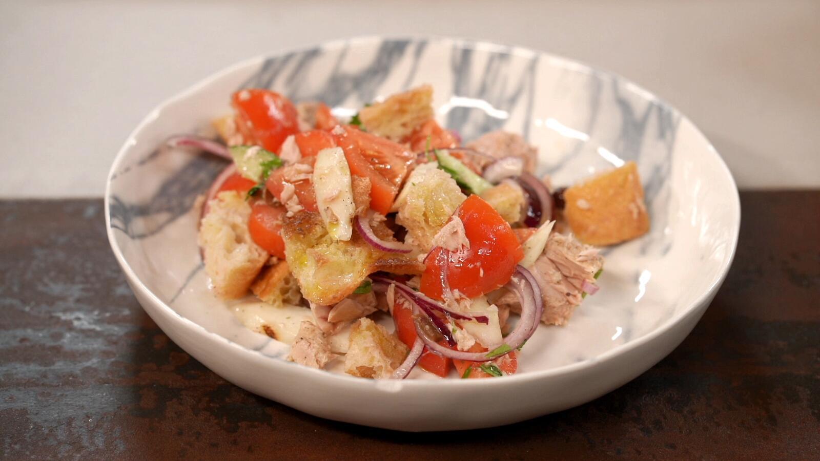 Panzanella met gegrilde asperges en tonijn