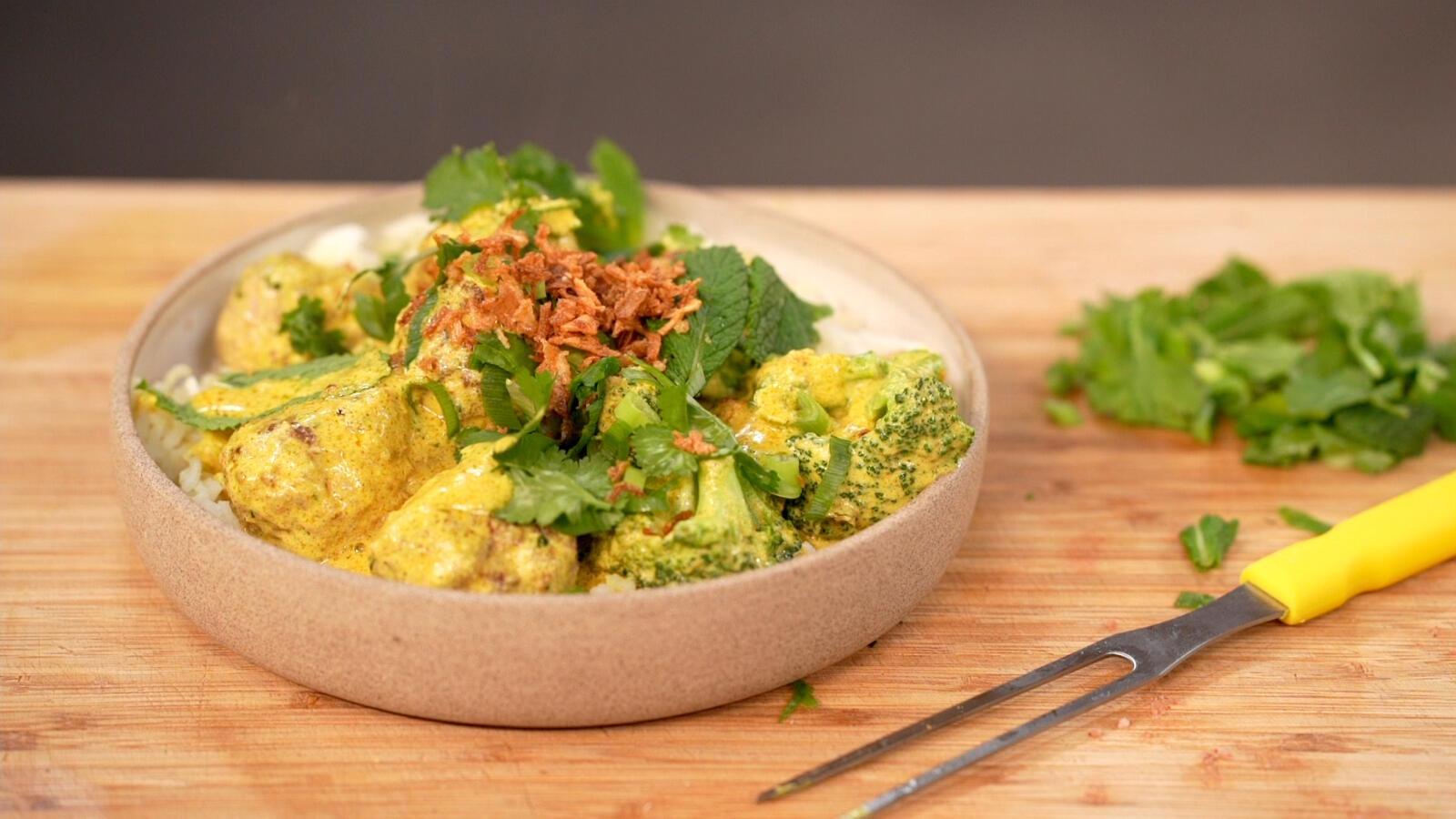 Kruidige gehaktballetjes met rijst en broccoli