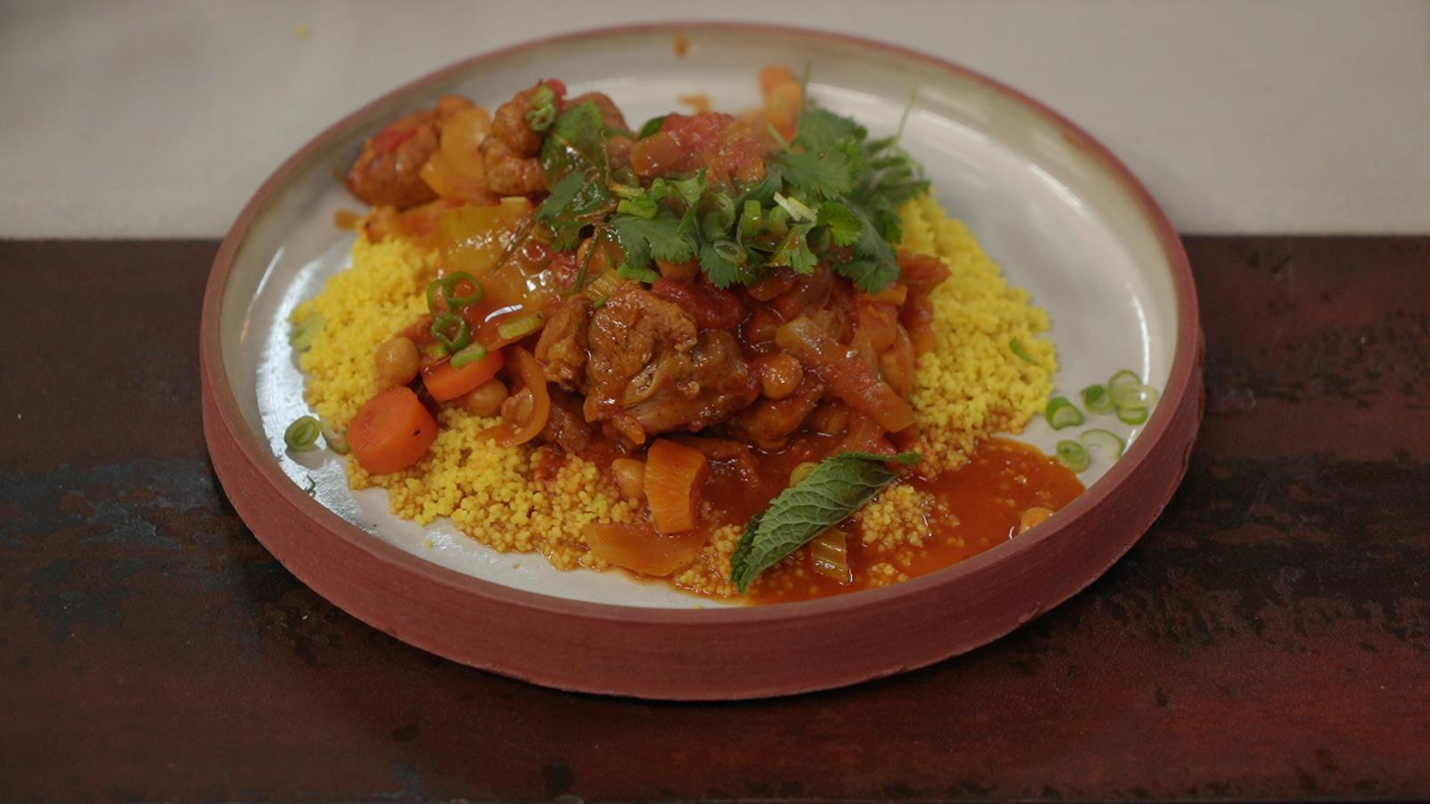 Tajine met lamsvlees, abrikozen en couscous