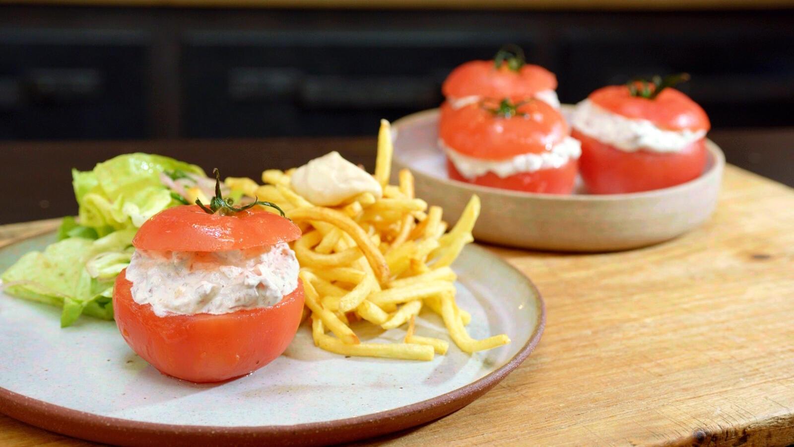 Gevulde tomaten met uiterzure en frietjes