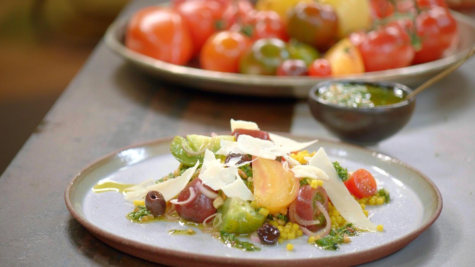 Tomatensla met couscous en kervelpesto