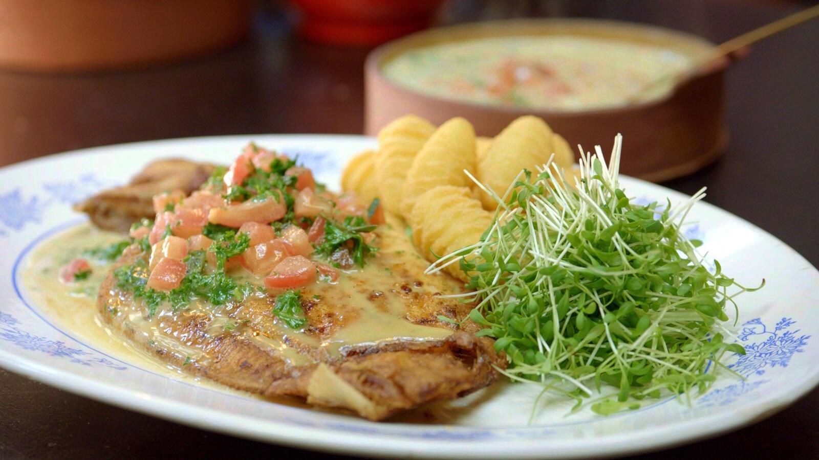 Gebakken tongschar met ansjovis-beurre blanc en denappeltjes