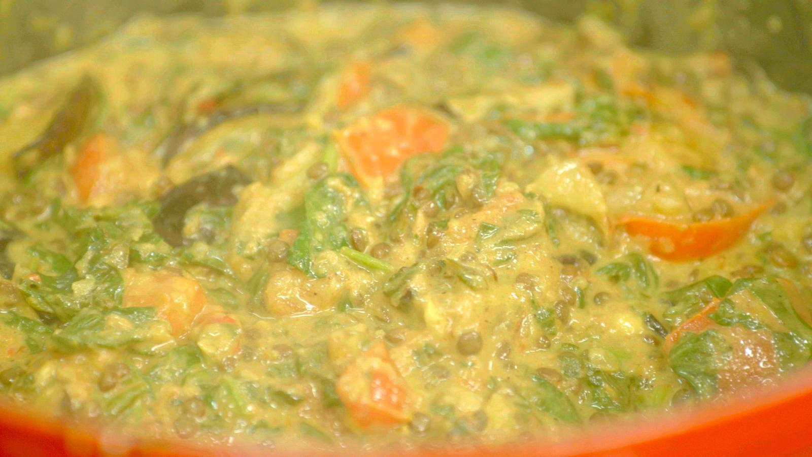 Dahl met spinazie en gegrilde aubergine
