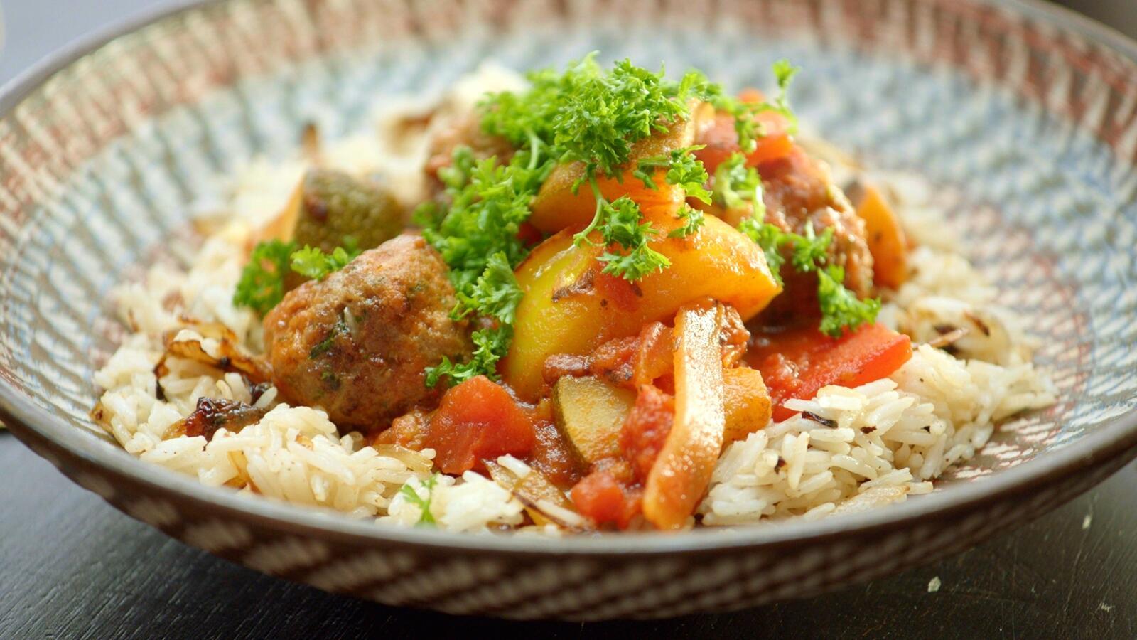 Libanese gehaktballetjes met groenten en rijst