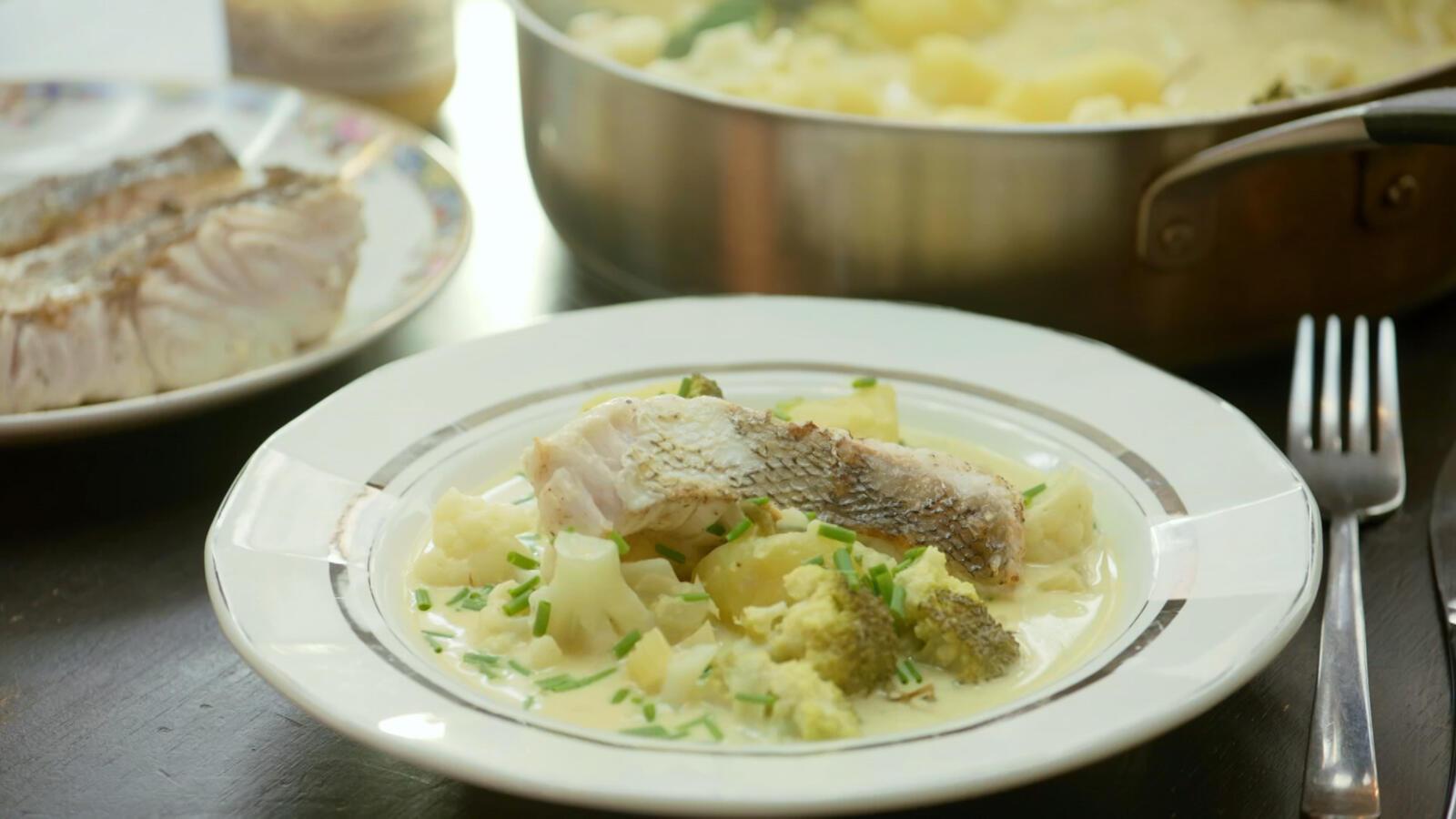 Gebakken heek met broccoli, bloemkool en Belgische pickles