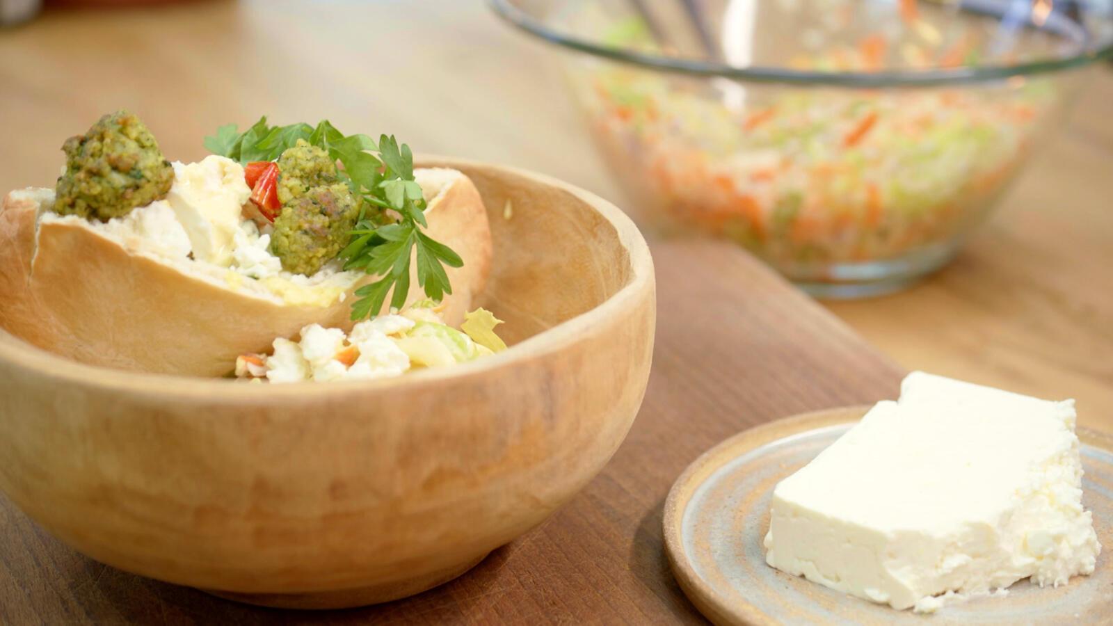 Vegetarische pita met bulgur en currysaus