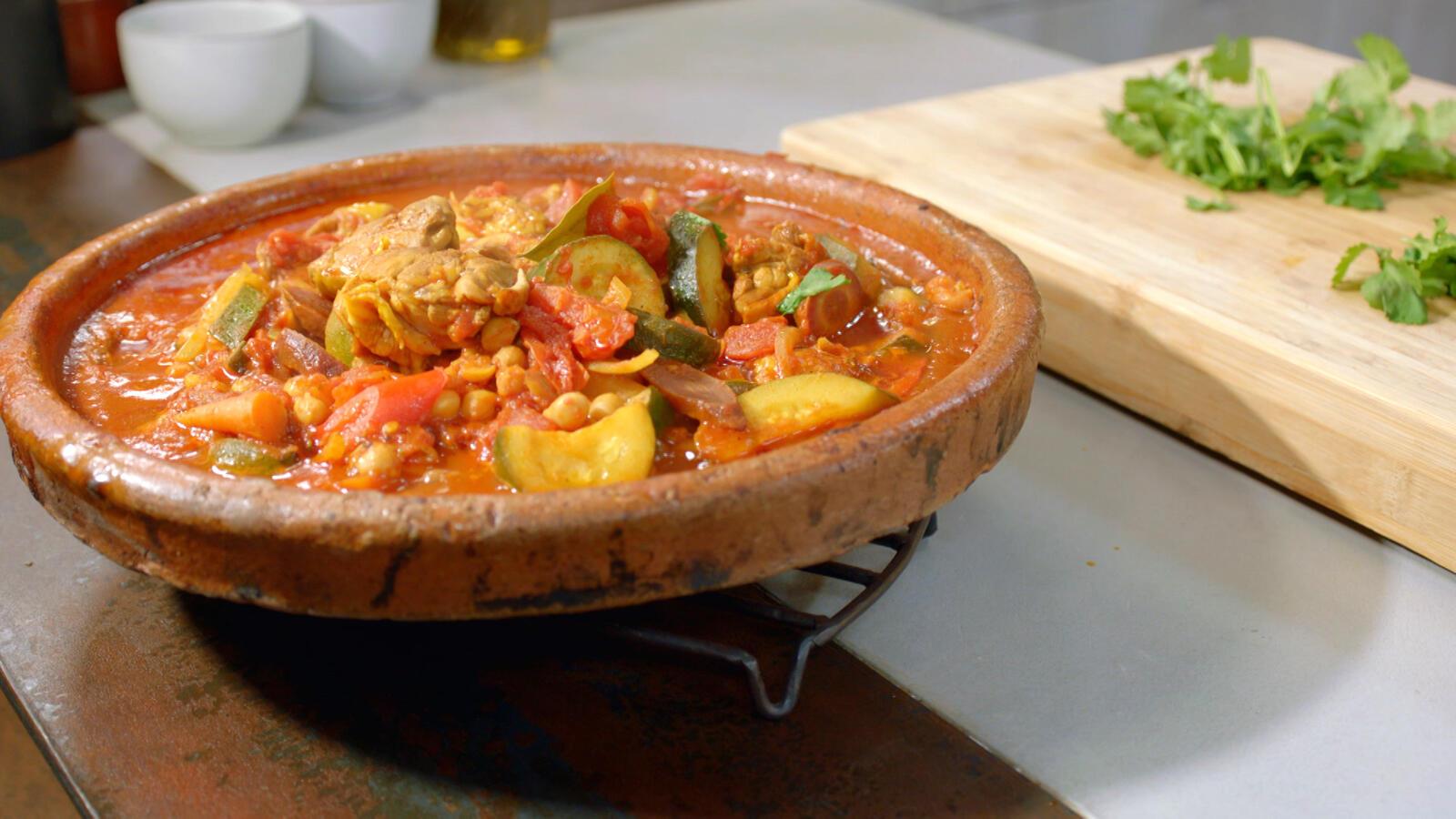 Tajine met kip, kikkererwten en tomaat