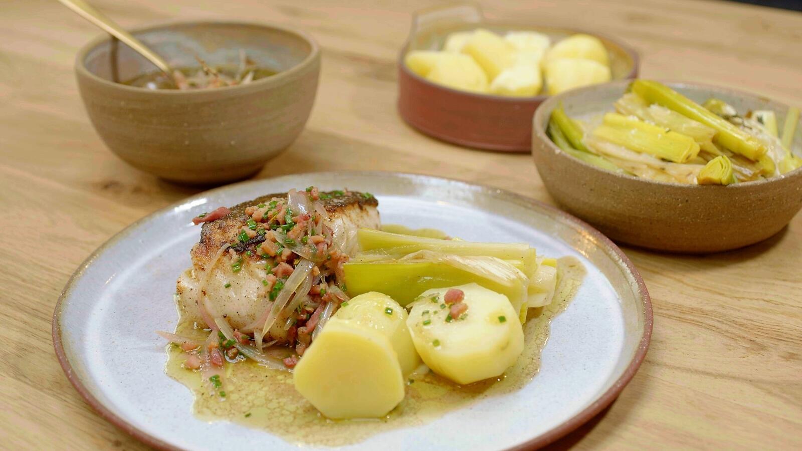 Kabeljauw met prei, aardappelen en spekvinaigrette