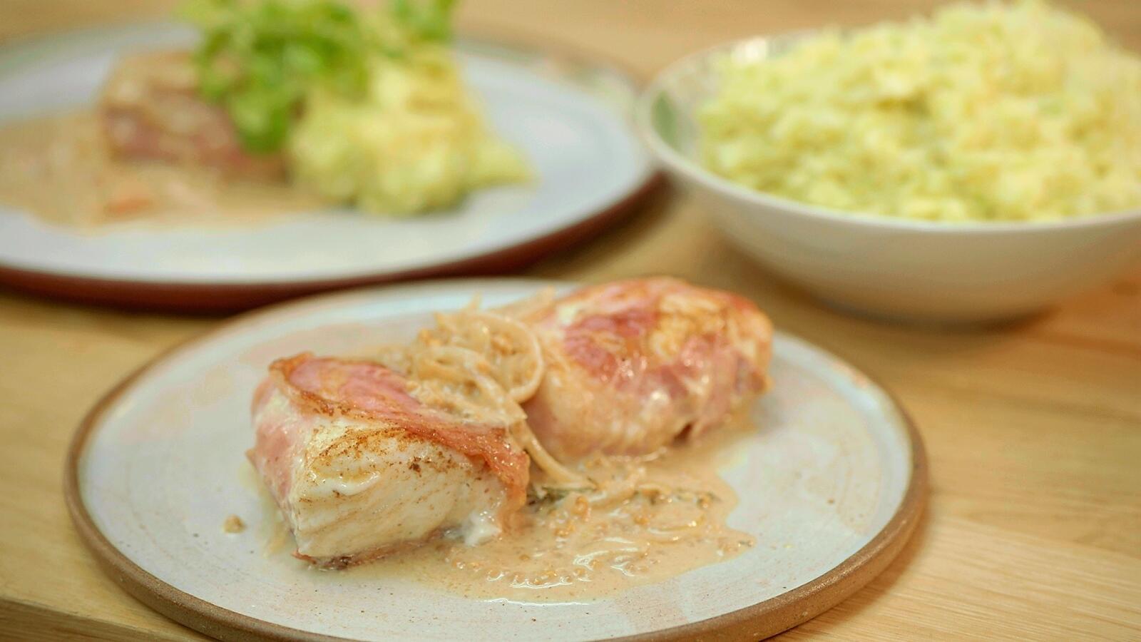 Gebakken schelvis met pancetta, stoemp van groene kool en mosterdsaus