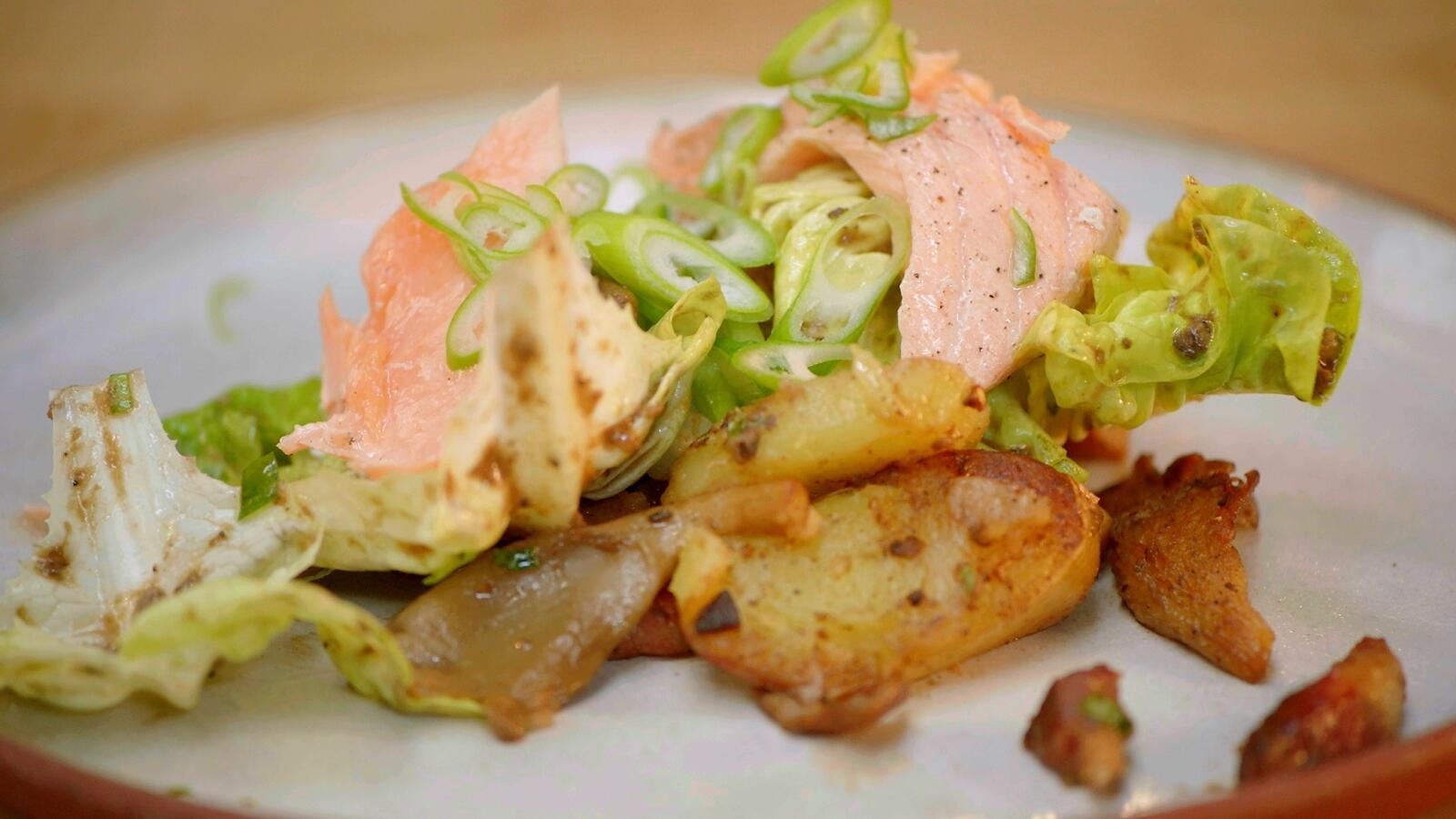 Lauwe salade met zalm