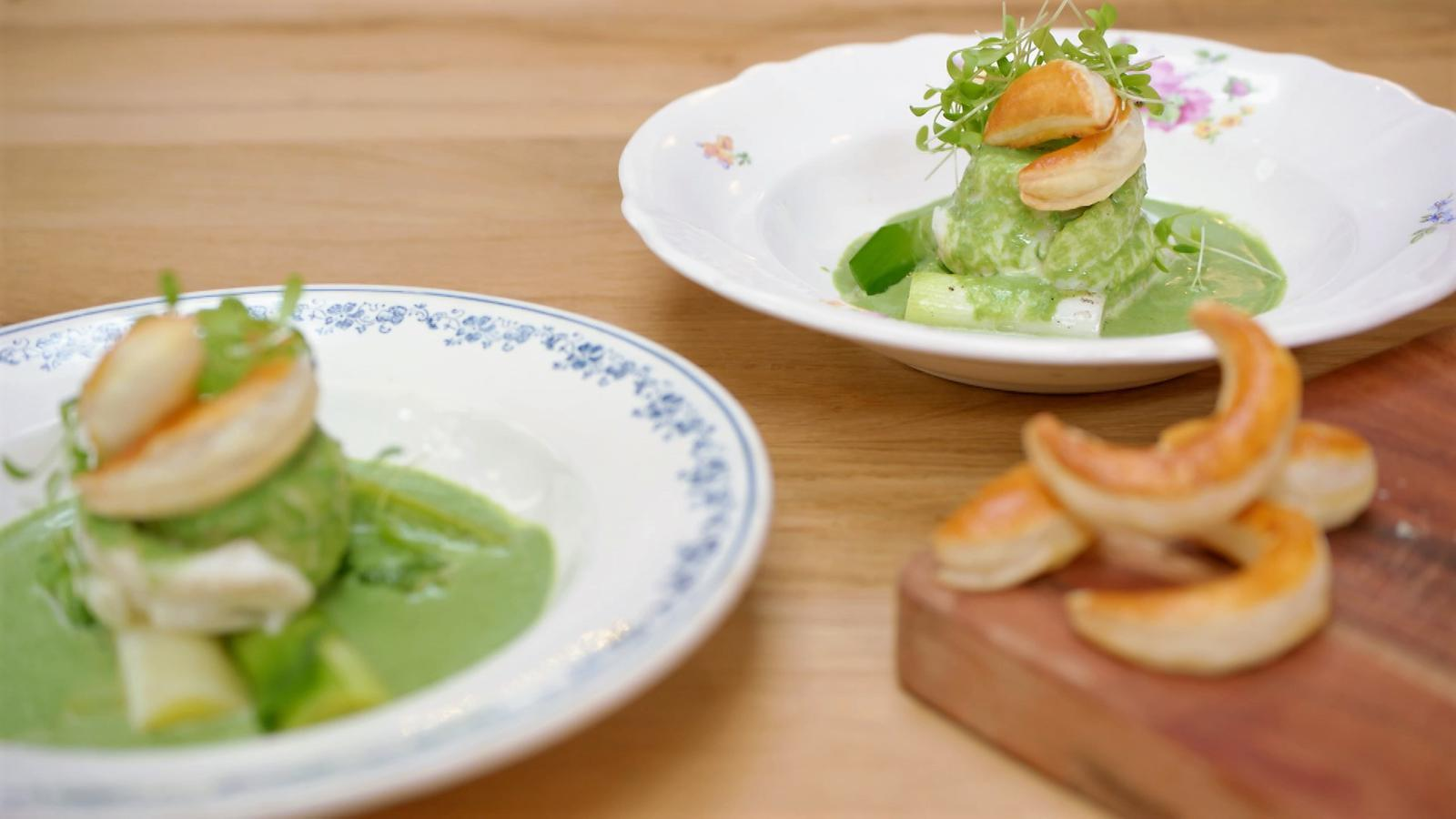 Gepocheerde pladijs met peterselie beurre blanc en prei