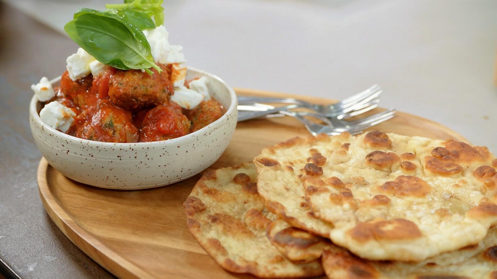 Polpette met tomatensaus en flatbread