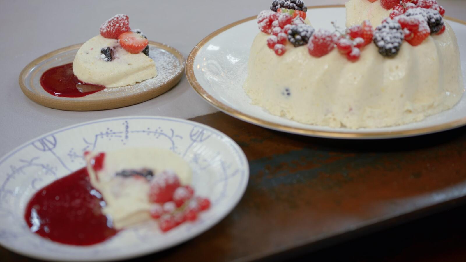 Vanillebavarois met citroen en rood fruit