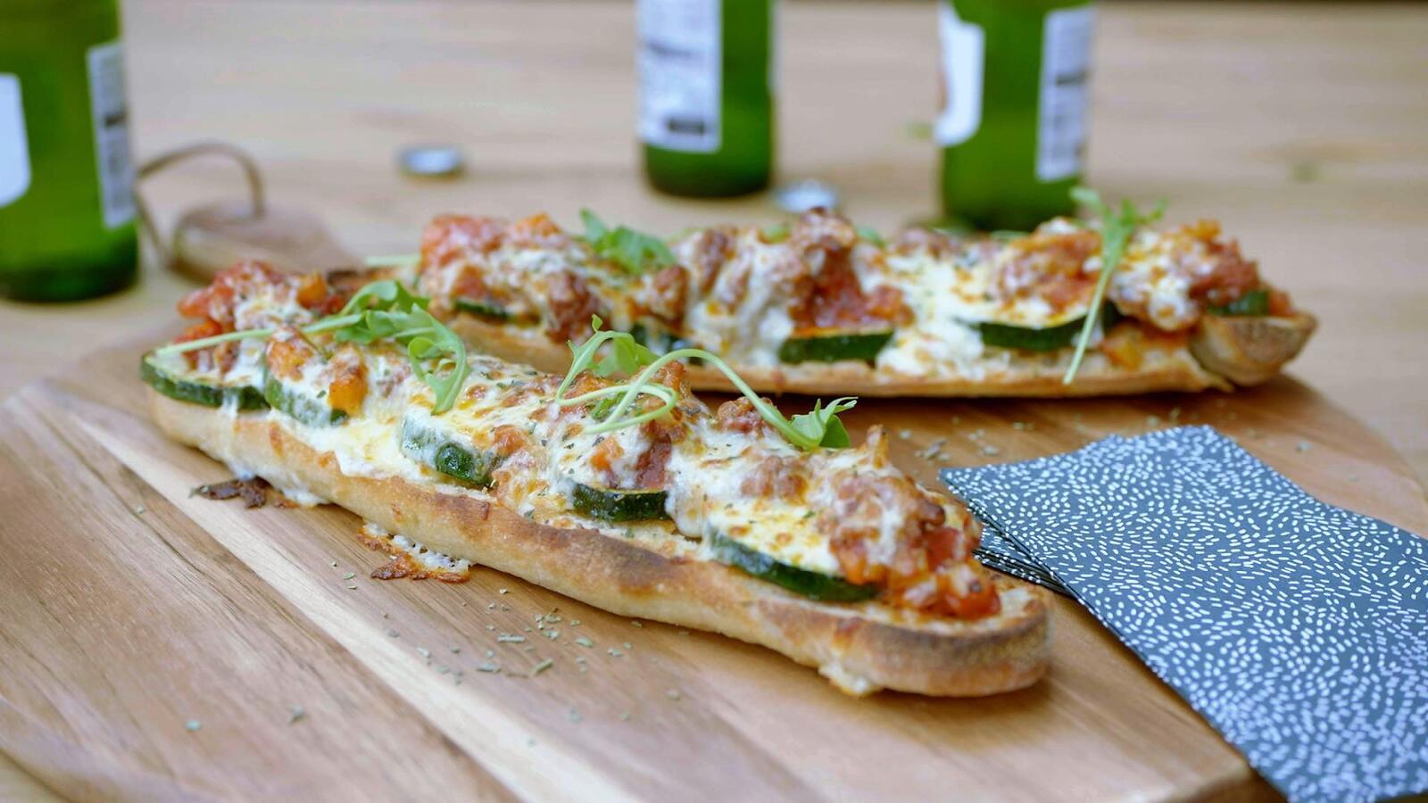 Pizza baguette Bolognese