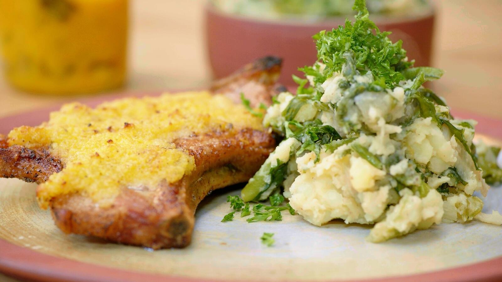 Kotelet met pickleskorst en andijviestoemp