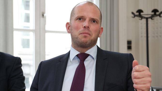 Wint of verliest Theo Francken zijn klacht over de NAZI-foto?