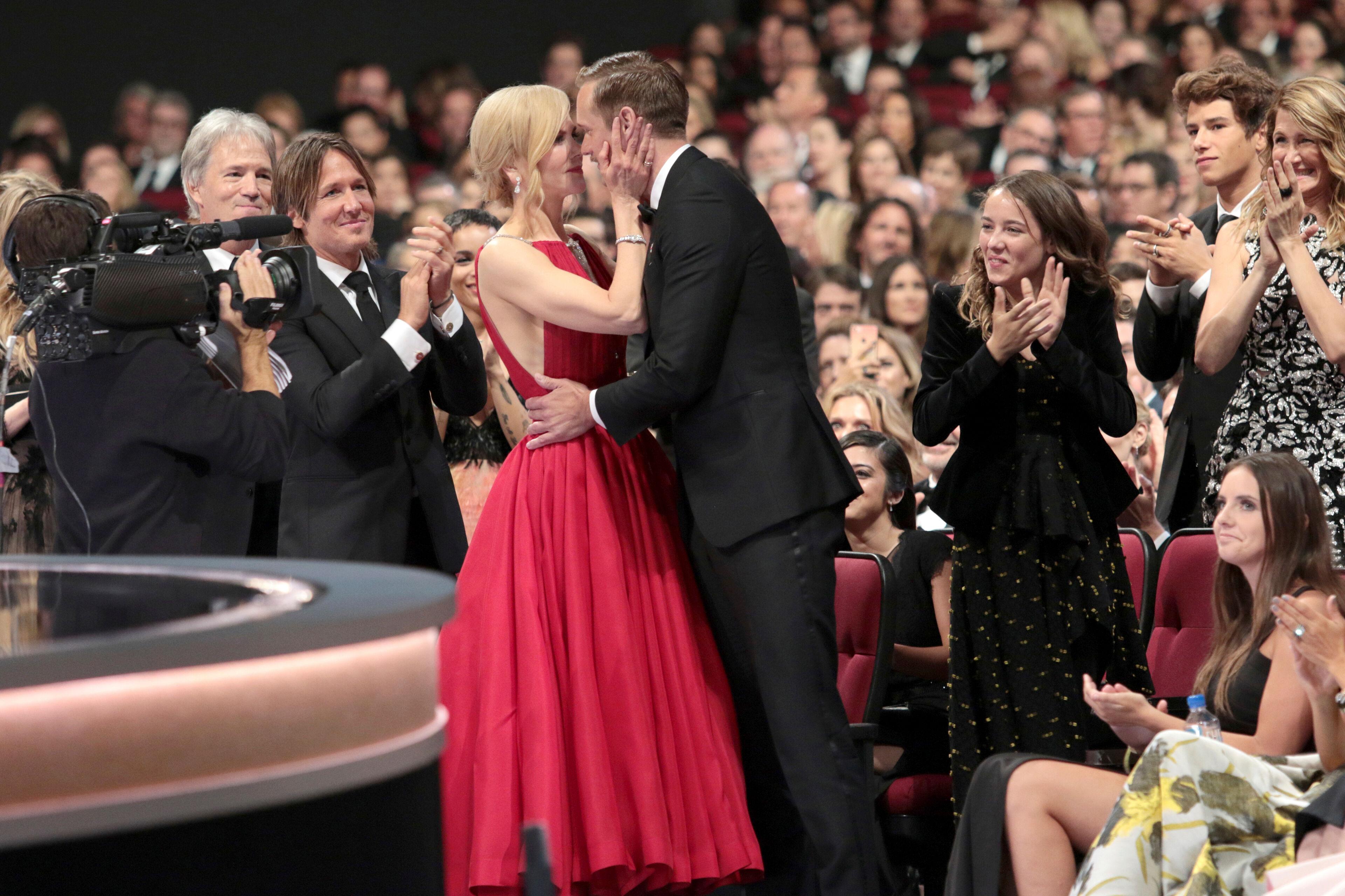 """Nicole Kidman verdedigt kus met Alexander Skarsgård: """"Ik heb ook mijn echtgenoot gekust!"""""""