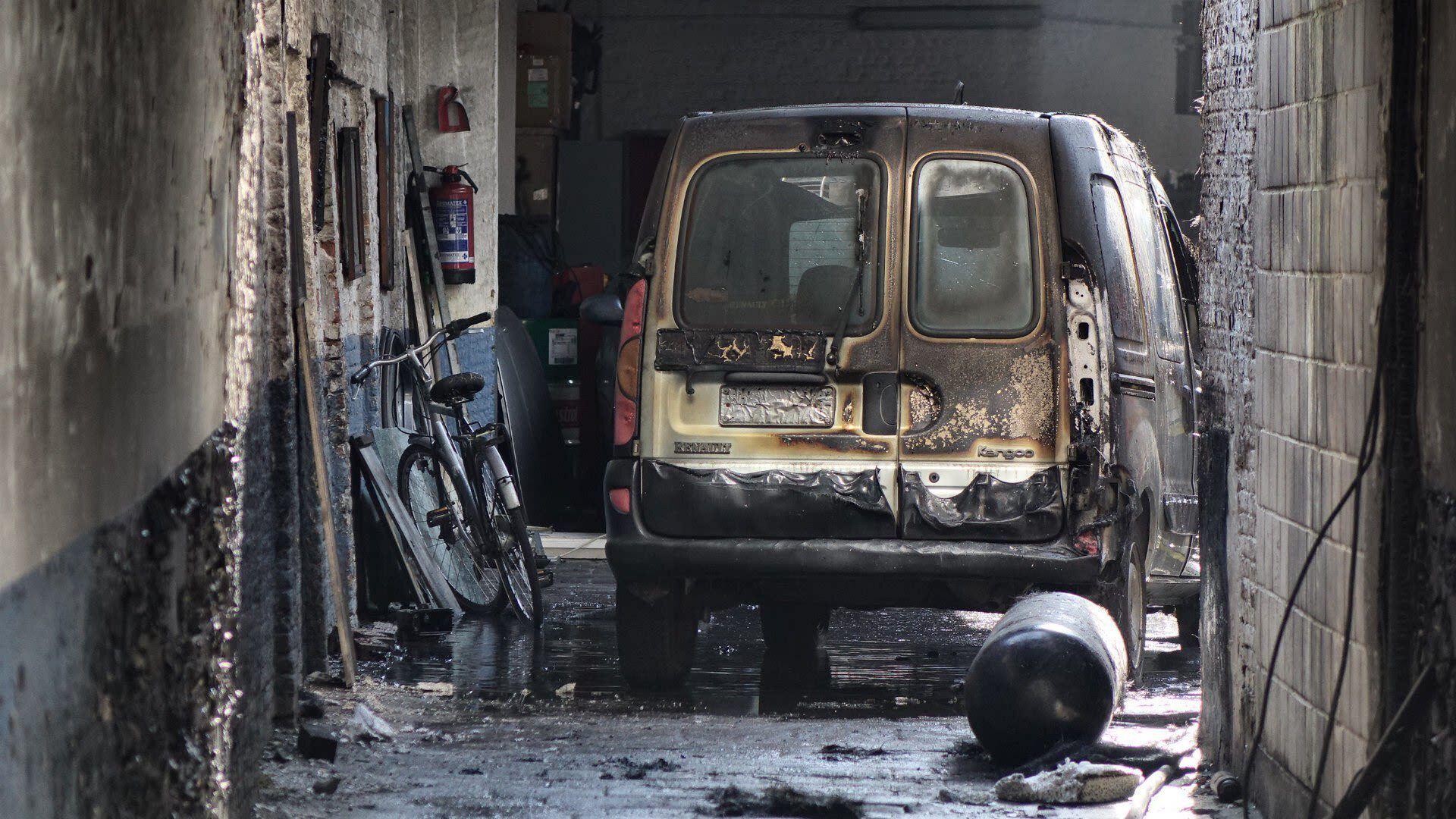 Drie zwaargewonden bij ontploffing in Antwerpse garage, opgetrommelde politie bekogeld met eieren