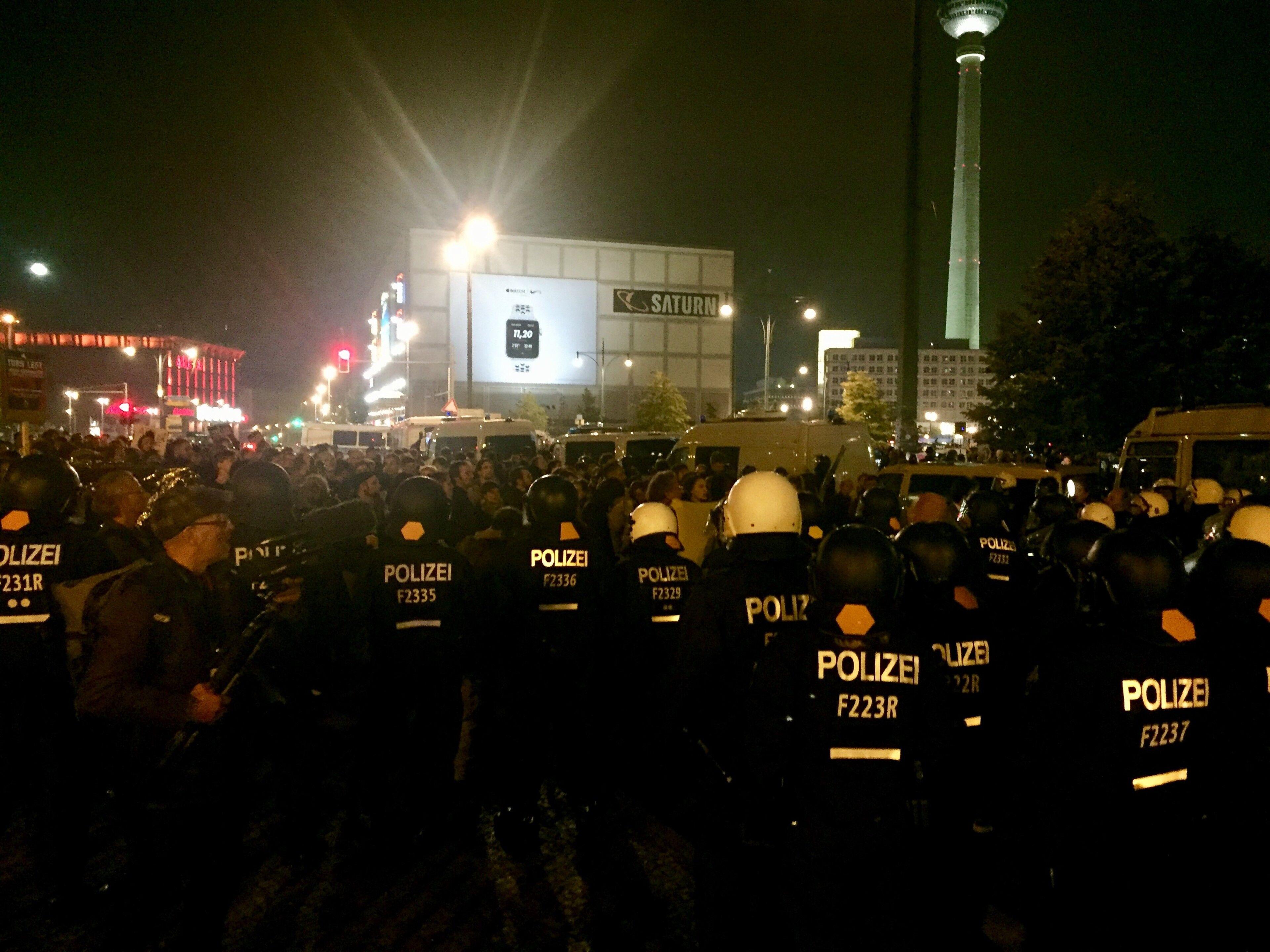 """In veel steden wordt betoogd, nu Duitsland """"zijn eerste zwarte zondag beleeft"""""""