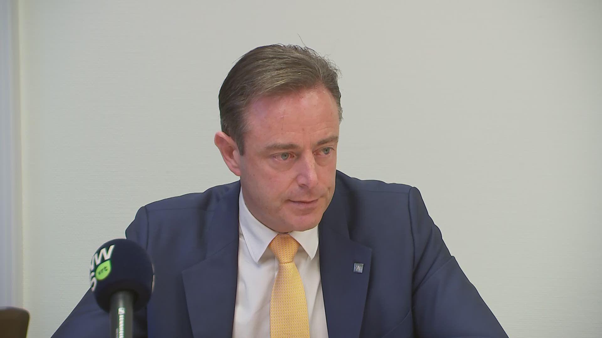 Emotionele De Wever belooft volledige transparantie over alle bouwdossiers