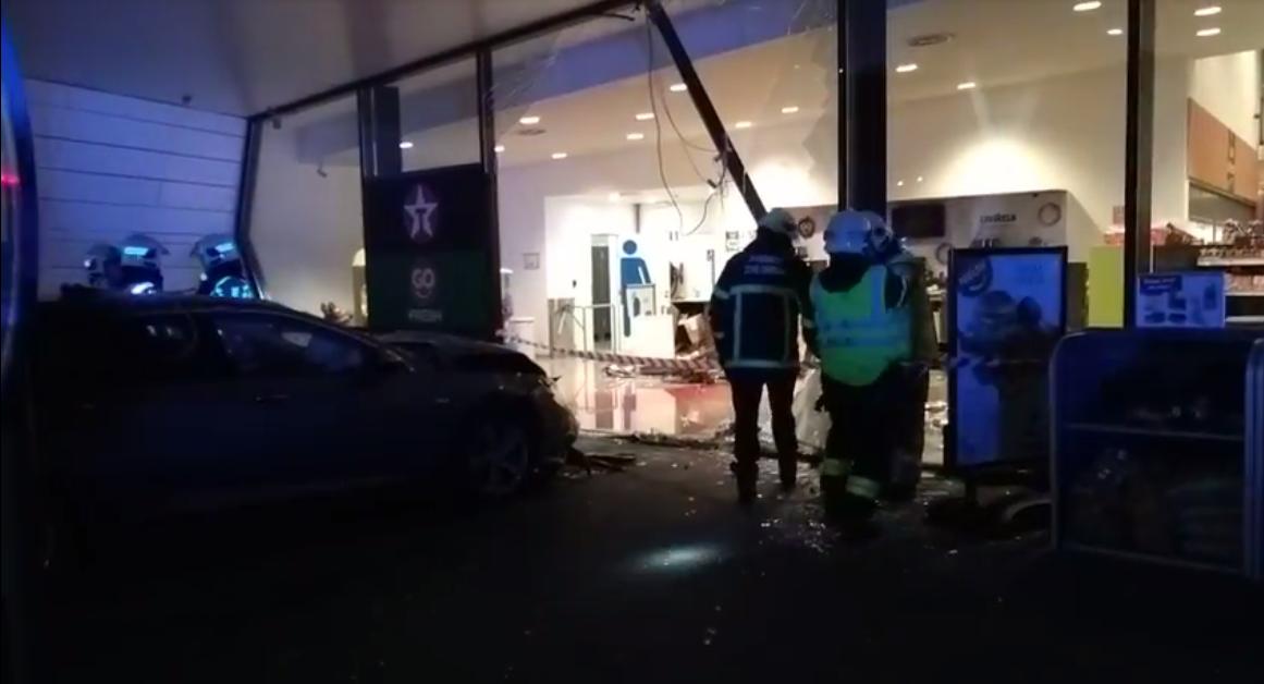 Dronken bestuurder rijdt in op tankstation op E40 in Drongen: 1 dode en 2 zwaargewonden