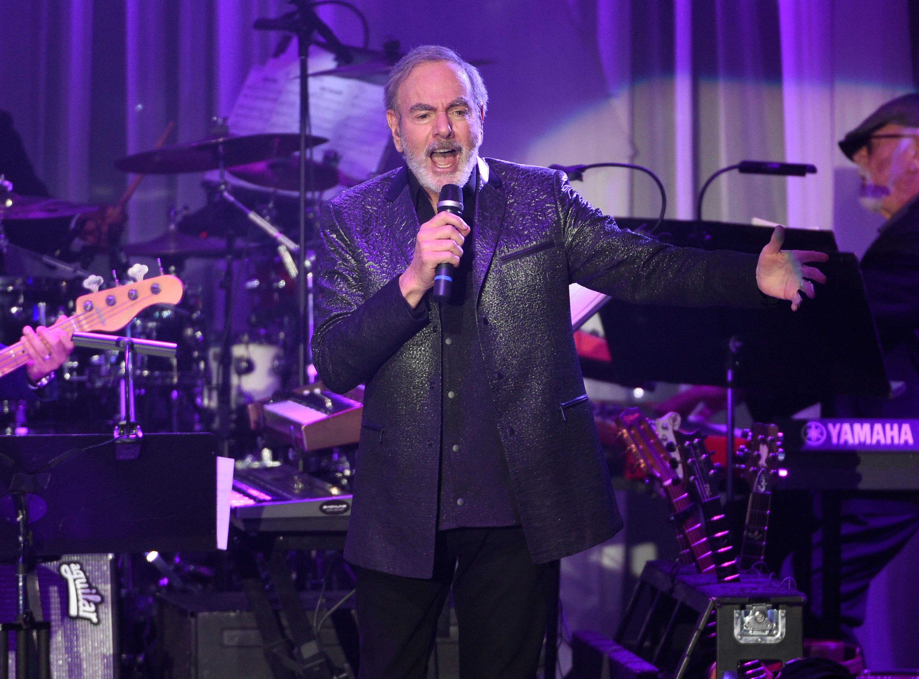 """Neil Diamond (""""Sweet Caroline"""") stopt meteen met optreden wegens ziekte van Parkinson"""