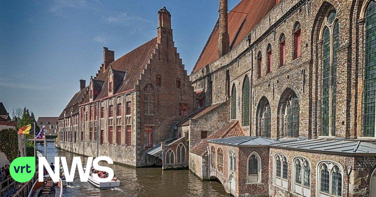 Tourists stranded high and dry in Bruges