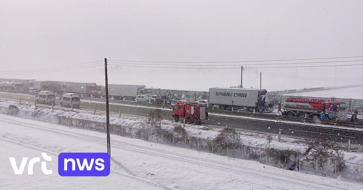 Sneeuwstorm in Japan veroorzaakt kettingbotsing met zeker 130 voertuigen: 1 dode en minstens 10 gewonden