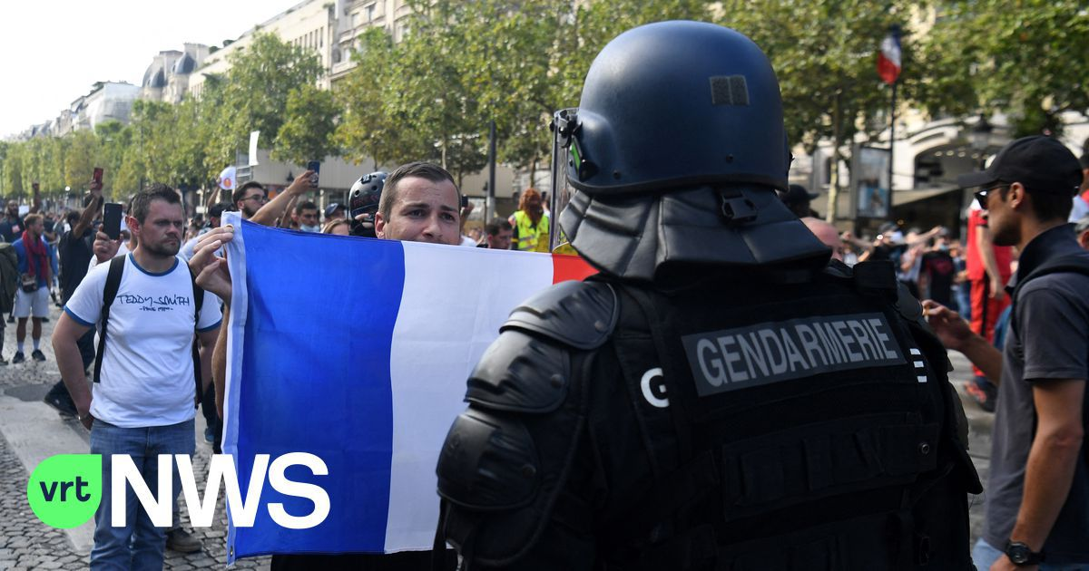 Derde zaterdag op rij protest tegen coronapas in Frankrijk: gele hesjes onder nieuwe gedaante?