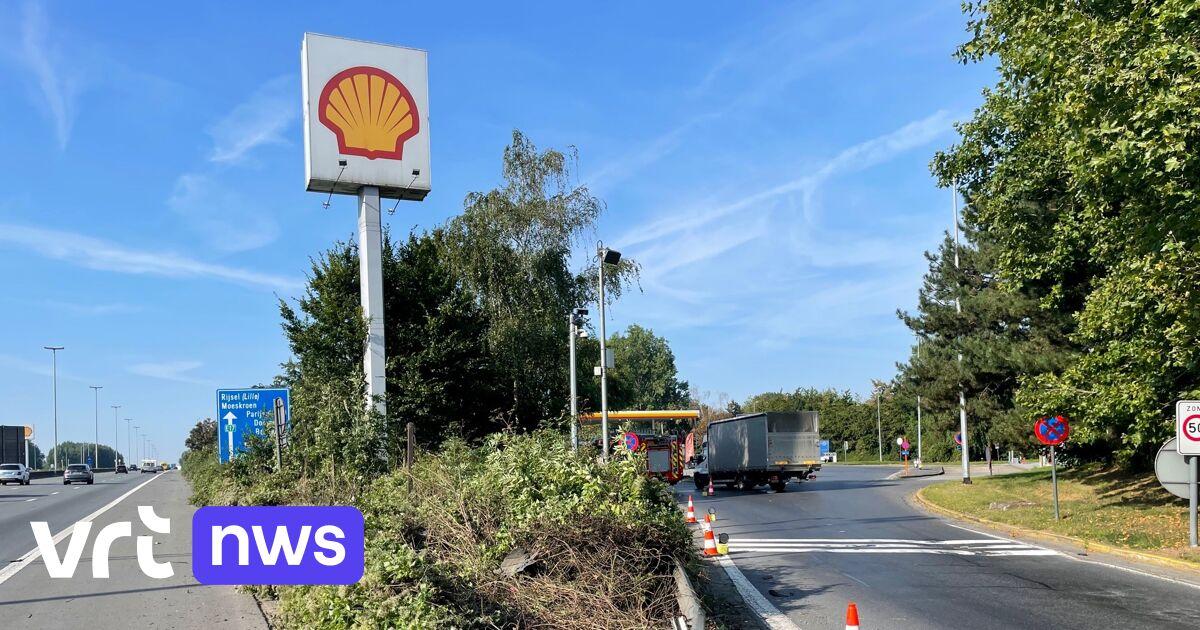 Eén dode, een zwaargewonde en een voortvluchtige na ongeval met Frans voertuig op de E17
